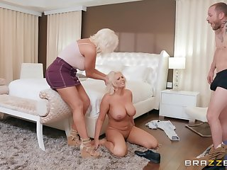 Honcho blondes Karissa Shannon and Kristina Shannon share a locate