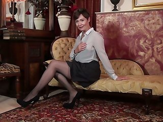 Alone vilification pussy by insatiable British mature woman Kitty Creamer