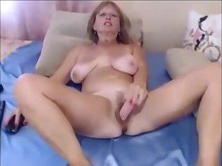 Amateur Big Titties MILF Usind Dildo on MILFWebcamShow