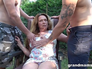 horny milf didn't believe twice before having two hard dicks regarding her mouth