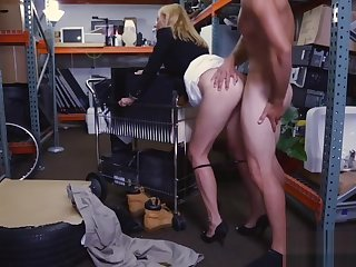 Sexy light-complexioned MILF gets fucked by pawn preserver for money