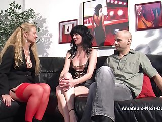 Amateur reinforcer have a threesome with grown-up helper