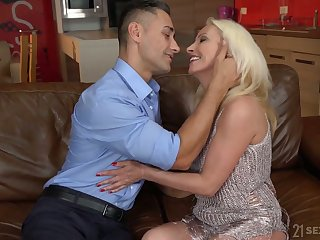 Still rather hot mature kermis whore Szandi wanna ride strong cock
