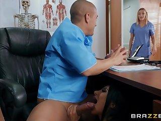 Bald challenge Xander Corvus fucked Lela Star on the table