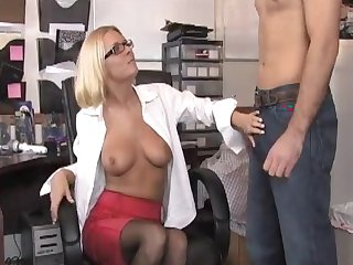 Blonde secretary jerks gone her boss and agrees to oral sex