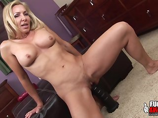 Will she gust - Lisa Demarco