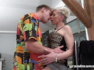 Full orgasms be proper of the mature aunt after she puts some young cock wide her ass
