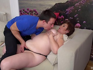 Chubby MILF Sandra has game with a delicious cock on be imparted to murder divan