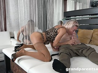 Appealing blondes give habitual user in advance to swap and market garden lovers
