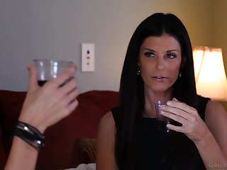 MILF poofter India Summer seduces Alektra Blue wide pussy licking